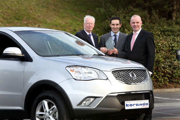 The SsangYong Korando Commercial takes the Continental Irish. Pictured (L-R) at the  presentation of the award were : Brian Byrne, Chairman of the Van Jury of the Irish Motoring  Writers Association, John Keogh, SsangYong Ireland, and Tom Dennigan, General Sales  Manager - Ireland, Continental Tyre Group.