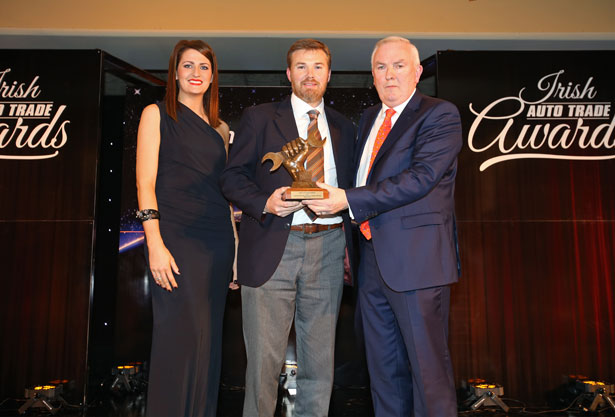 Pictured (L-R) at the Irish Auto Trade Awards were model Jessica McCarthy, Colin Kennedy, Sales Manager Bilstein Group accepting his Automotive Aftermarket Components Supplier of the Year award from Padraic Deane, Managing Director Auto Trade Journal.