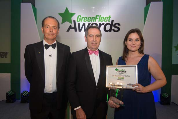Managing director of DAF, Ray Ashworth (centre), collecting the award from Editor of GreenFleet magazine, Angela Pisanu (right) and motoring journalist Quentin Willson (left).