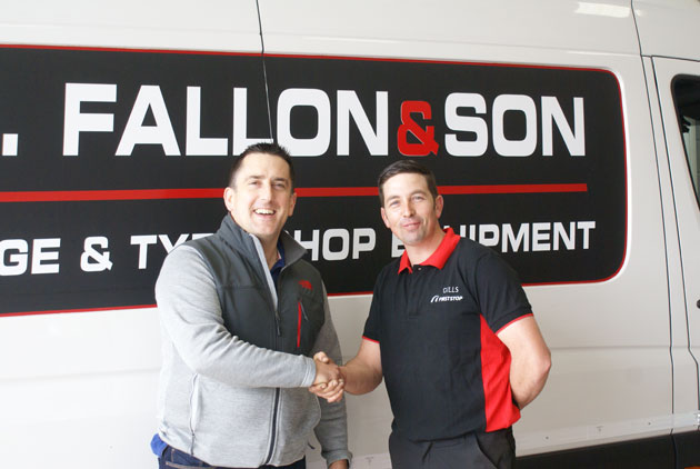 Joe Fallon of PJ Fallon & Sons congratulates Gerry Gill on the opening of the Gills First Stop's new premises