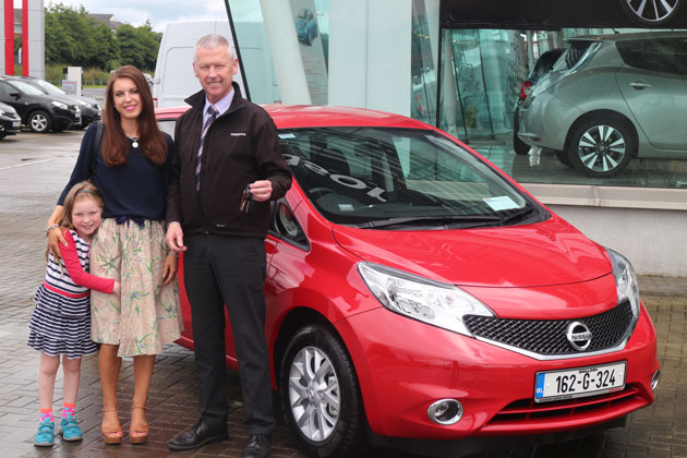 Niamh Madden, from Galway City and her daughter Beibhinn (6) collect their new Nissan Note from Michael Connell, Sales Executive, Windsor Galway Nissan.